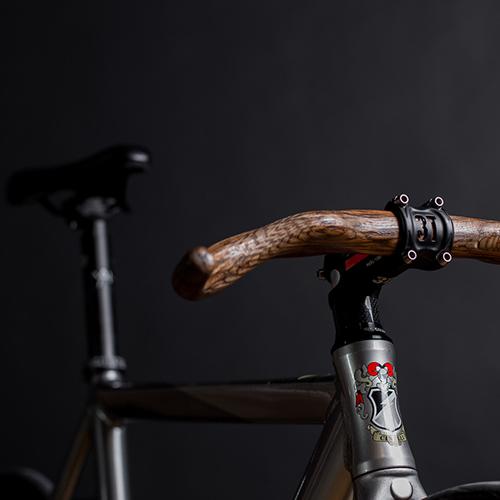 Diseño con guarnición, a pedales